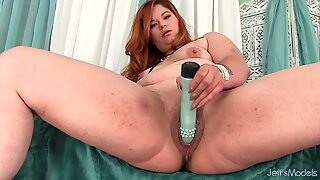 Plumper Lilly Lust Plays with Herself