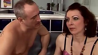 unshaved mama gets her bootie romped