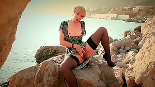 PUBLIC MASTURbation HAIRY Pussy on Rocks by the Sea