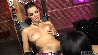 Lela Star and Natalia Cruze play with eachother's pussies