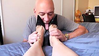 mature sole worship crimson toenail
