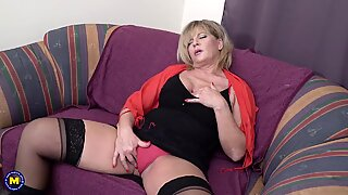 Busty mature makes her pussy cum