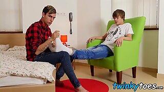 Twink sucks his boyfriends toes before being barebacked