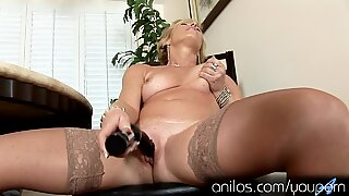 Mature housewife fucks her favorite vibrating sex-toy