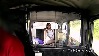 British amateur gets facial in cab