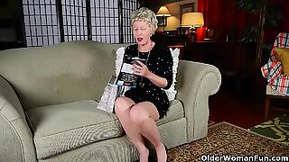 Mature mommy can't resist her stockings fetish