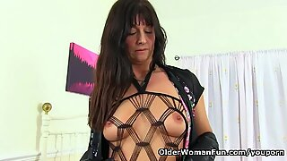 English milf Lelani exposes herself in long boots and gloves