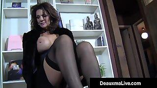 Hose buxomy ibu seksi Deauxma solekan mengongkek batang keras muda!